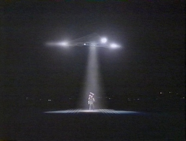 Mulder sees a UFO