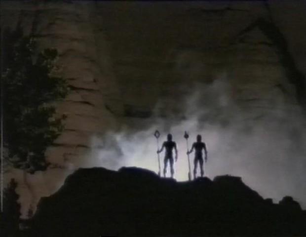 Looming Aliens
