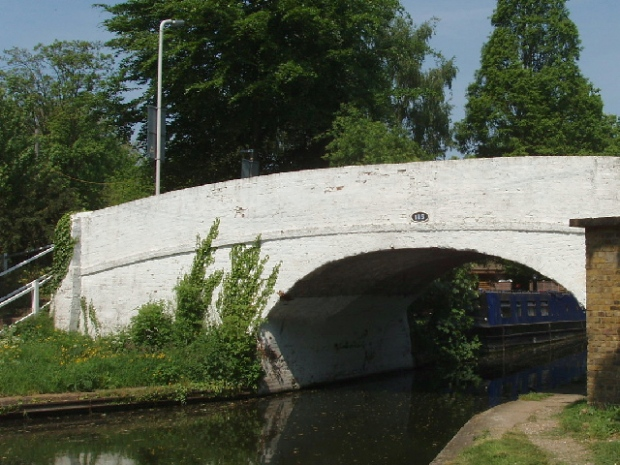 Grand Union Canal Bridge 189, photo by David Hawgood
